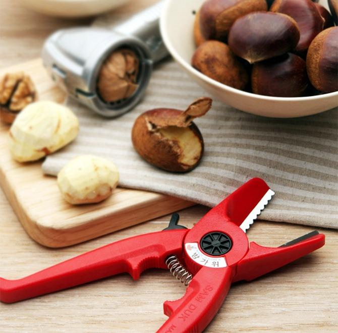 Scissors for chestnut